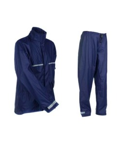 A two-piece raincoat like that of Givi or Blitzkrieg costs P800-1200