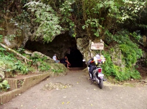 The cave's entrance. Entrance fee is only ten pesos.