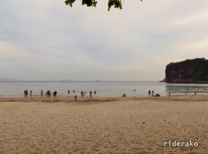 Early birds! It's only 7:30 AM and there's this many beach-goers already. Summer IS here!