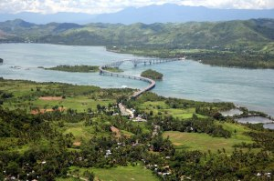 """The bridge is said to be shaped like the letters """"S"""" and """"L"""" for Samar and Leyte."""