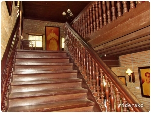 The stairs is like a teleport back in time. For a museum, that has no entrance fee, I'd say it is very well maintained. Donations are accepted.