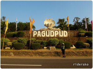 Another stop at the Pagudpud Shell.